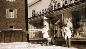 Die Alexander Apotheke am alten Standort um 1970